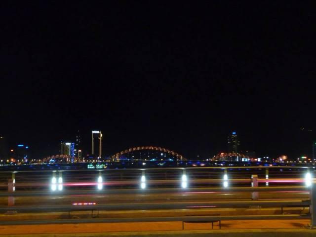 View nhìn cầu Rồng từ cầu Thuận Phước