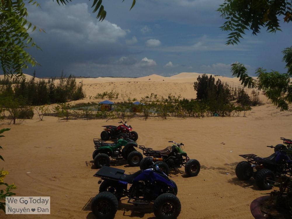 Xe vượt địa hình để leo đồi cát