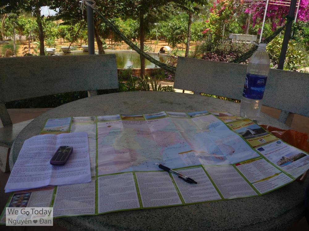 Tấm bản đồ + bút + nước là những vật bất li thân trên mọi nẻo đường