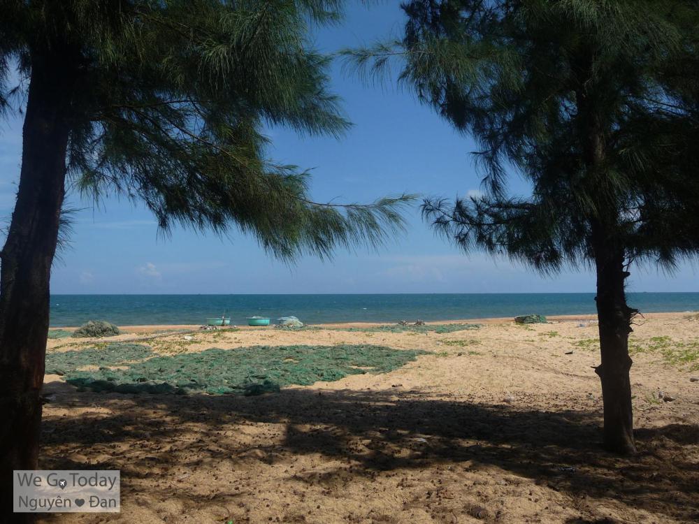 Khung cảnh biển nhìn ra từ làng chài