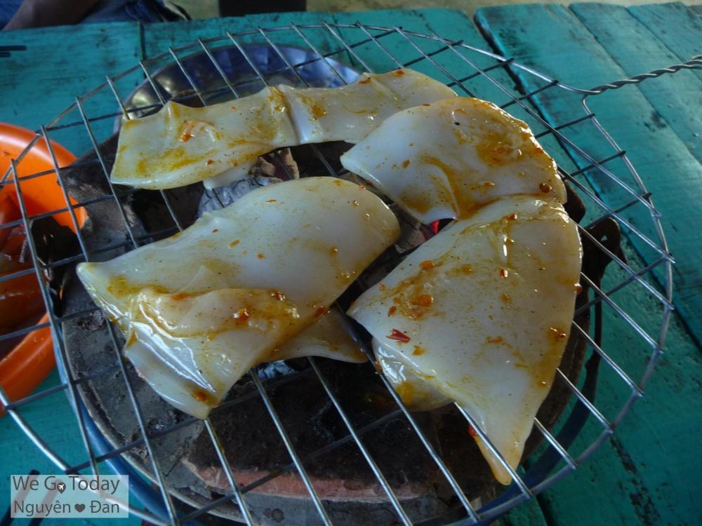 Mực ướp sa tế nướng