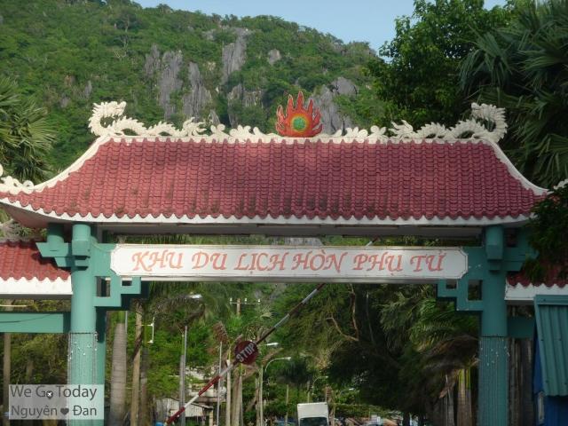 Cổng khu du lịch Hòn Phụ Tử