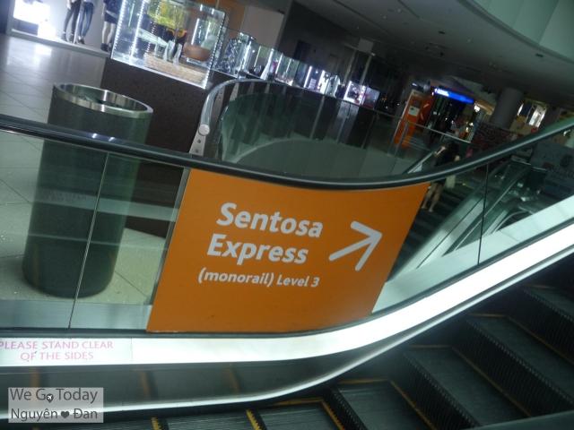 Từ trạm MRT Harbourfront, bạn sẽ thấy nhiều bảng chỉ đến Sentosa Express tại L3 của Vivo City