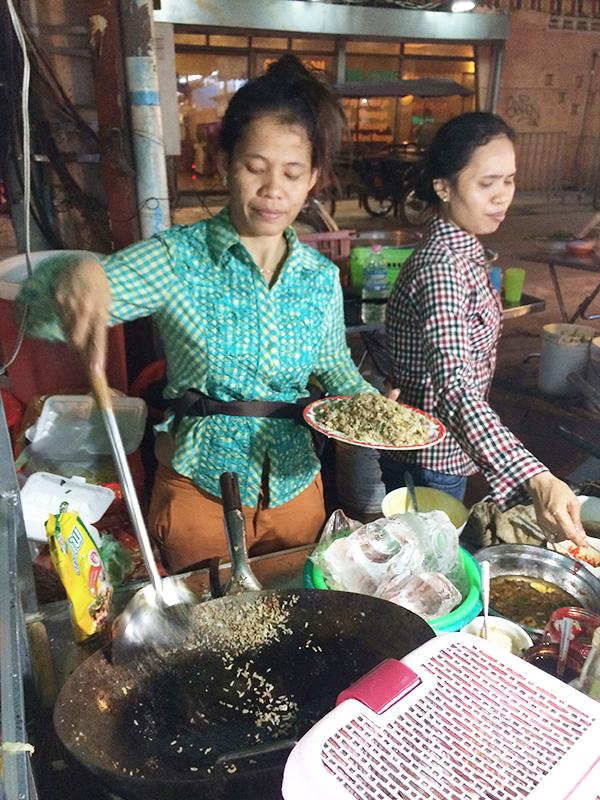 """Hai chị đầu bếp của quán """"Phở Yong"""""""