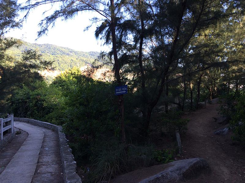 Đường đến Bãi Môn