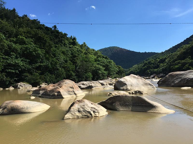 Khu du lịch Hầm Hô thuộc thôn Phú Lâm, xã Tây Phú, huyện Tây Sơn, tỉnh Bình Định, cách Tp. Qui Nhơn khoảng 50km