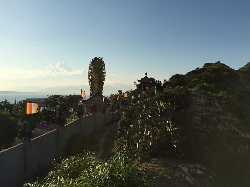 Tượng Phật gần Eo Gió