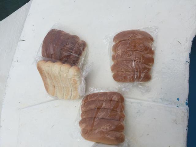 Bánh mì cho cá ăn, 20 Peso/ gói