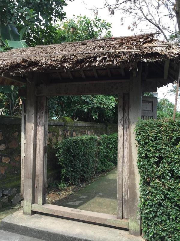 Cổng nhà bác Giáp