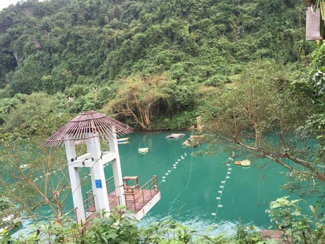 Dòng sông tại Hang Tối