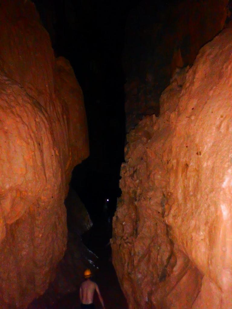Đường đi vào Hang Tối
