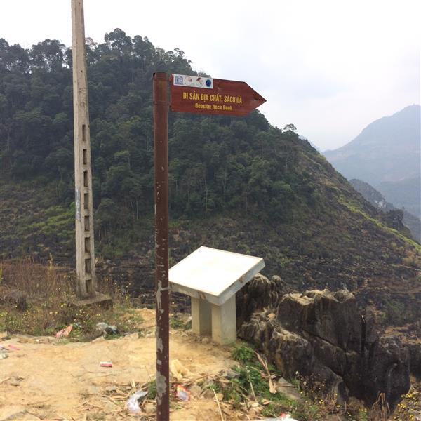 Cảnh trên đường đi Đồng Văn