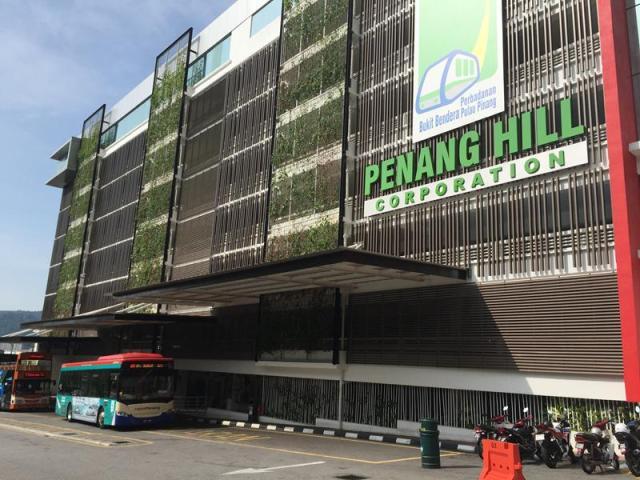 Trạm bus trước Penang Hill