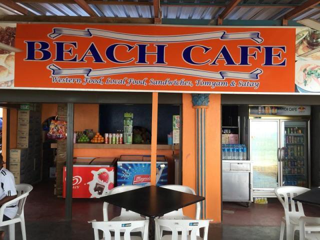 Quán cafe tụi mình dừng chân để tám chuyện ở bờ biển Batu Ferringhi