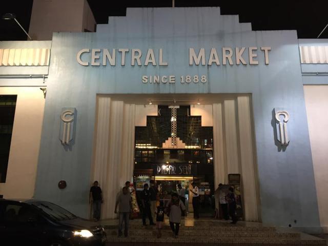 Bên ngoài Central Market