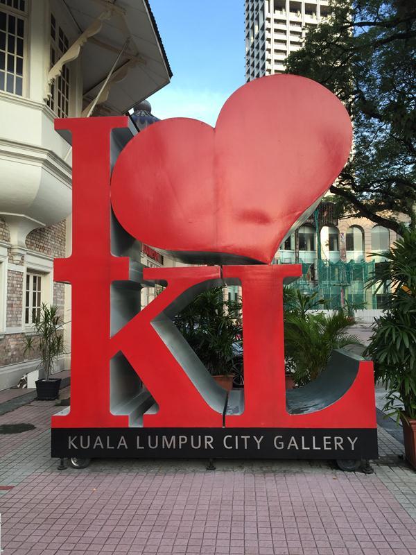 Tượng đài phía trước KL City Gallery
