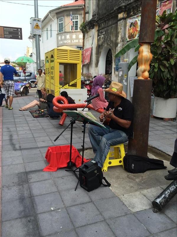 Ca sĩ hát dạo ở Penang