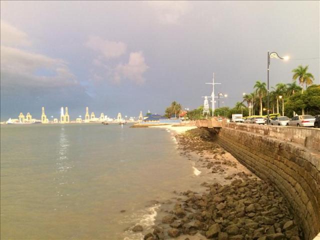 Bờ biển gần Padang Kota Lama ở Penang
