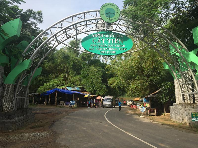 Cổng chào Nam Cát Tiên