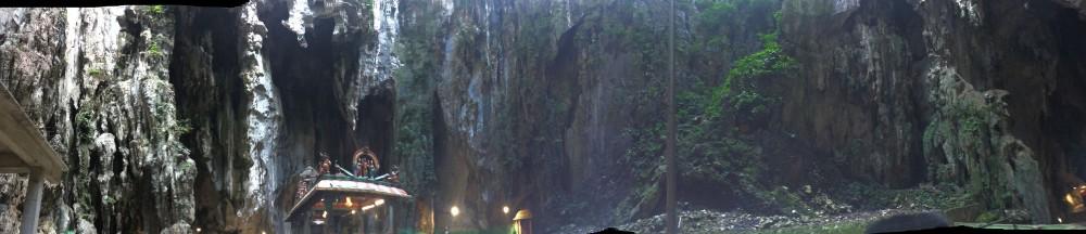 Bên trong Batu Caves