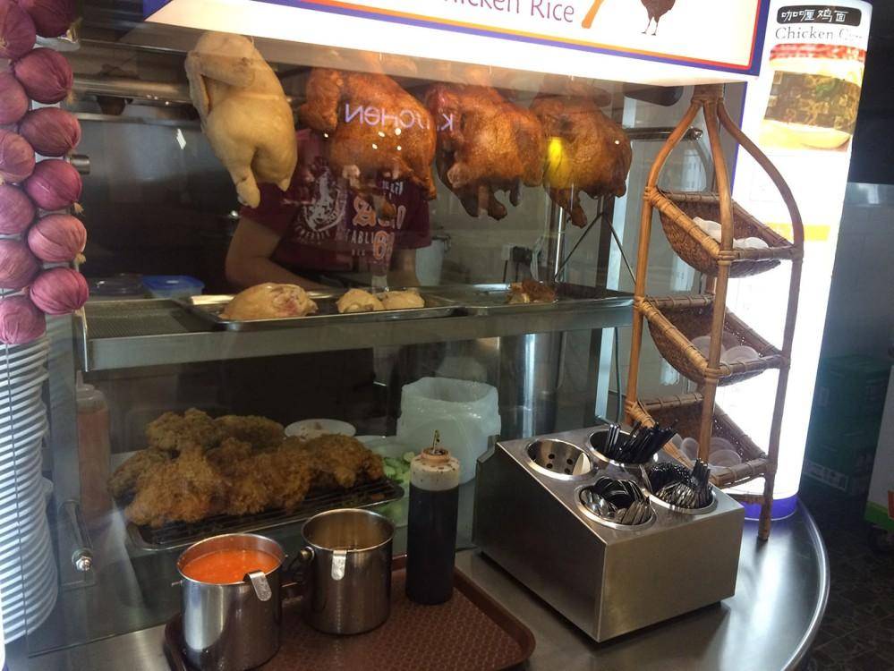Quầy bán cơm gà ở food court Fahrenheit