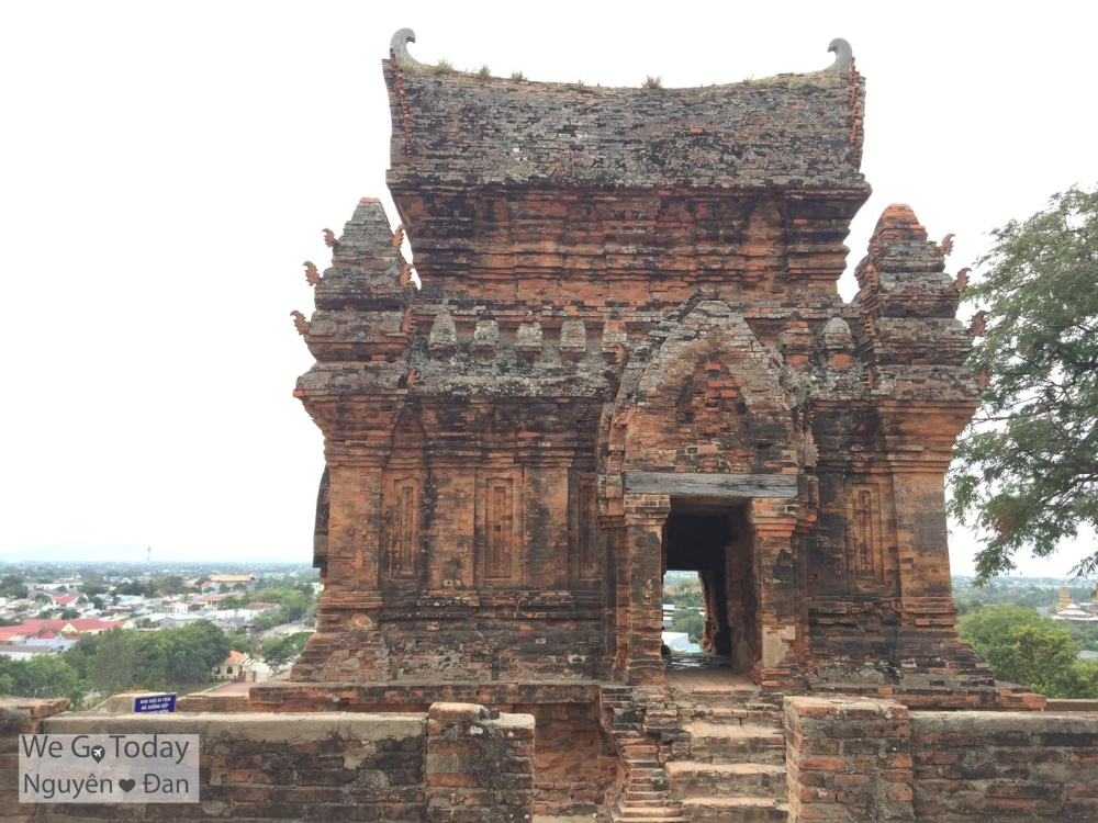 Tháp Poklong Giarai