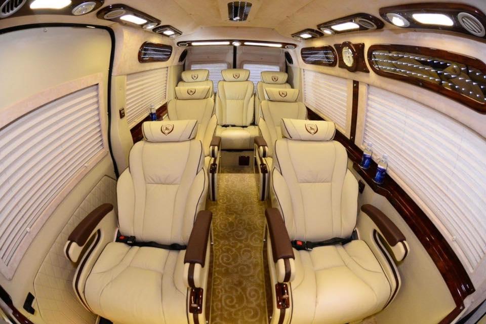 xe-limoussine-loai-9-cho
