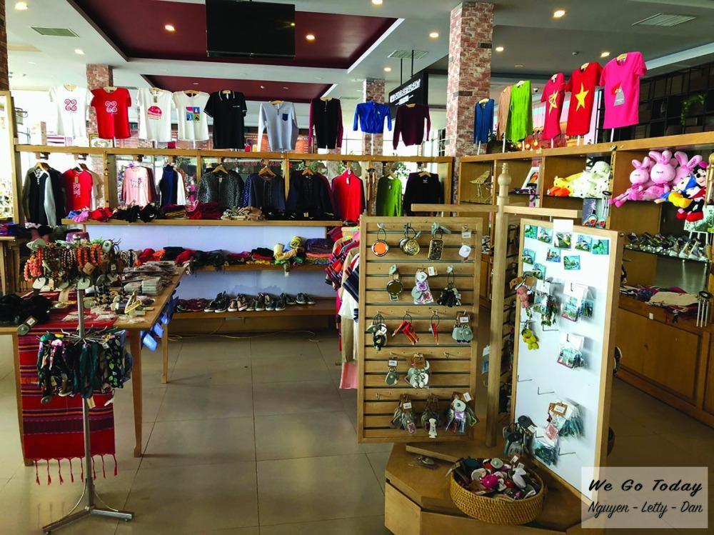 Hình các shop bán hàng trên đỉnh Fansipan - Trekking Fansipan