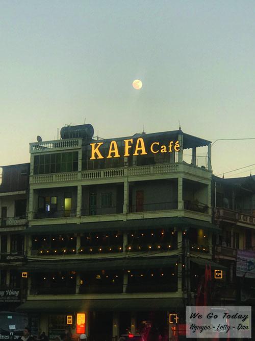 Các quán cafe, quán ăn mọc lên san sát