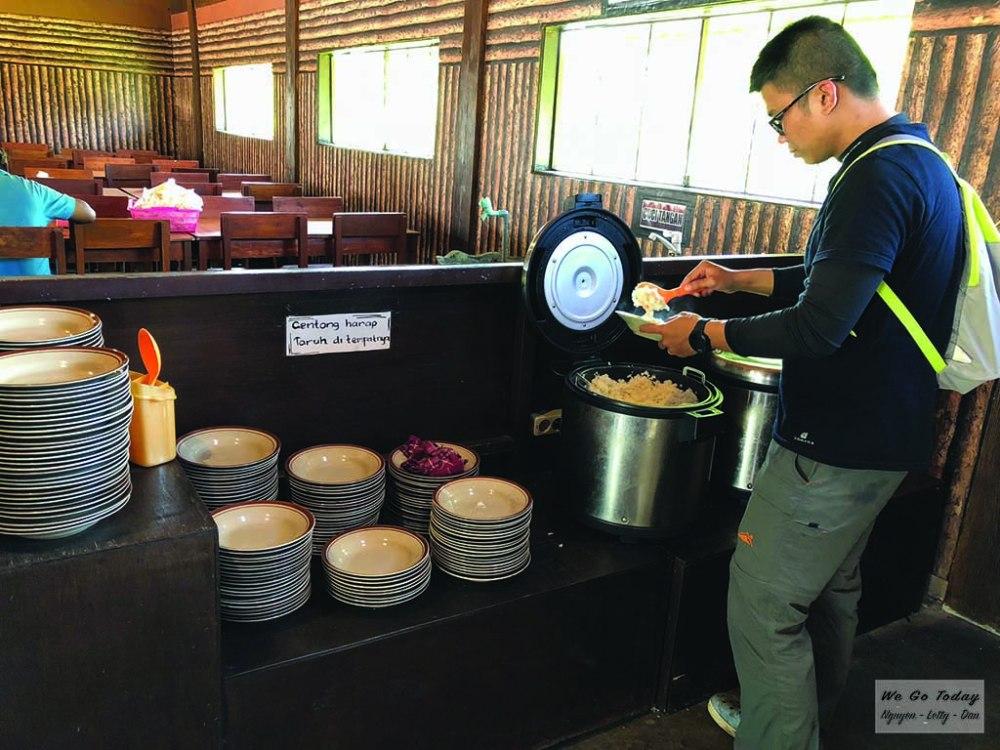Quầy bán đồ ăn trưa ở Bondowoso