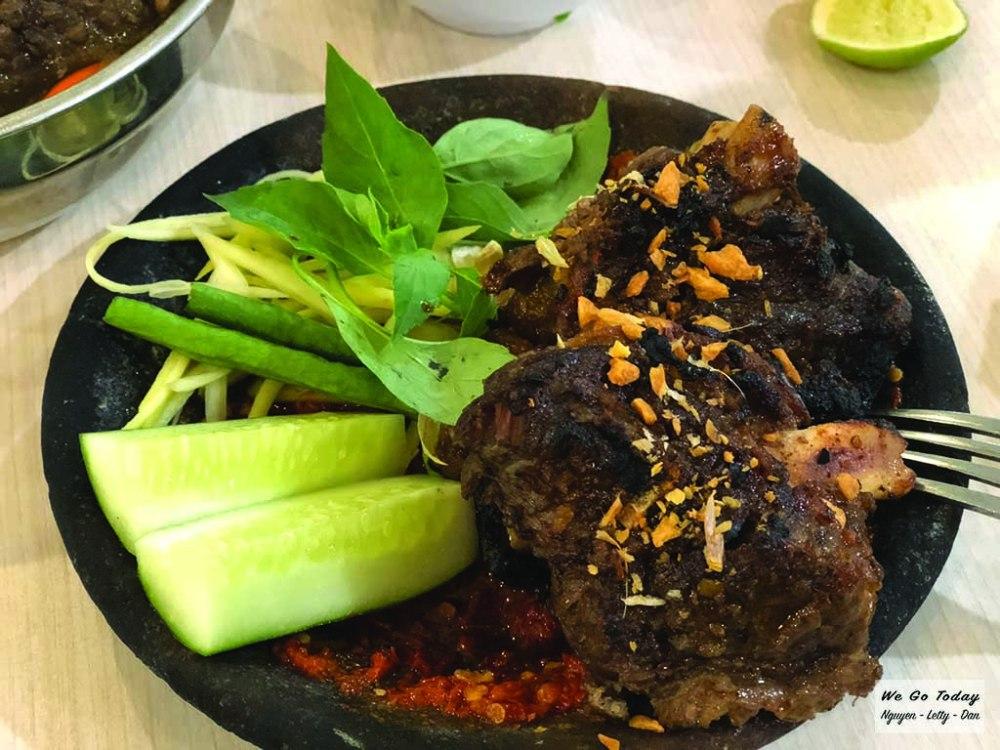 Bò nướng trong siêu thị Tunjungan - tổng cộng 2 phần bò giá 180 Rp