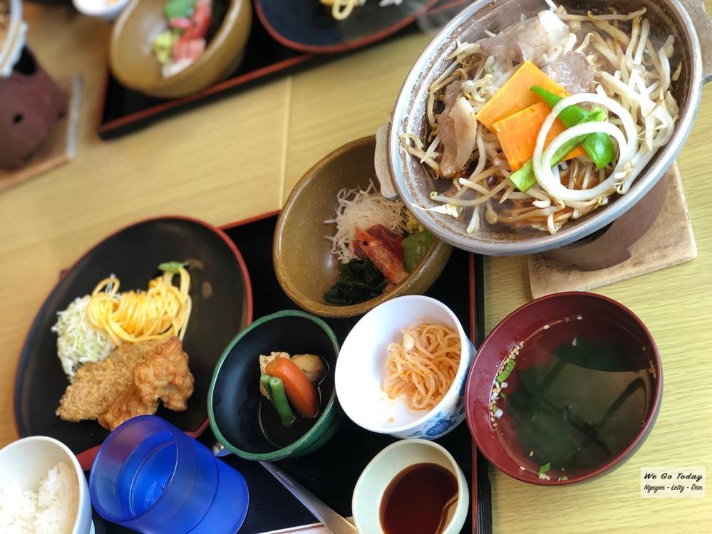 Bữa ăn ở ven hồ Kawaguchiko