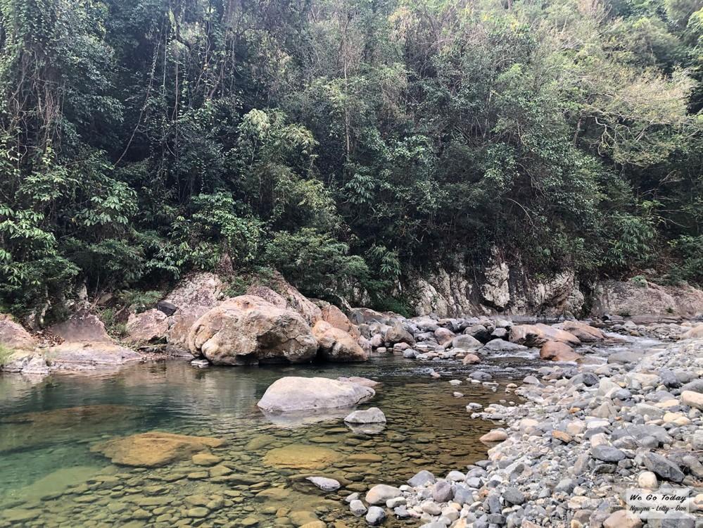 Sưới đá dọc đường trekking Tà Giang