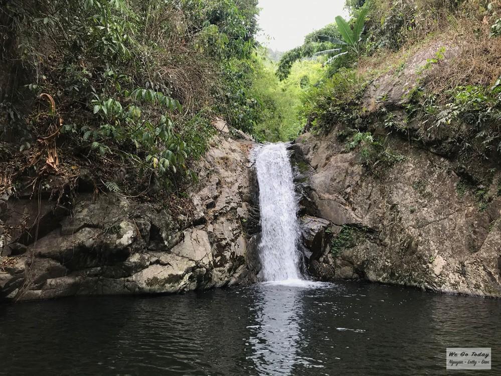 Con thác nhỏ trên đường trekking Tà Giang