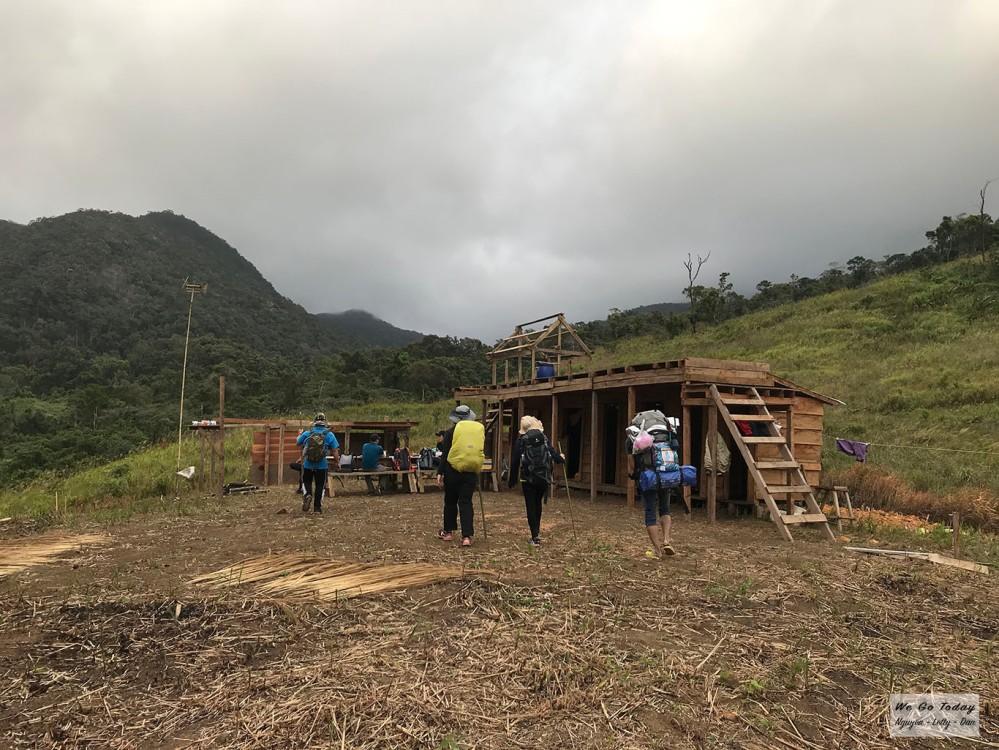 Bãi cắm trại trên đồi