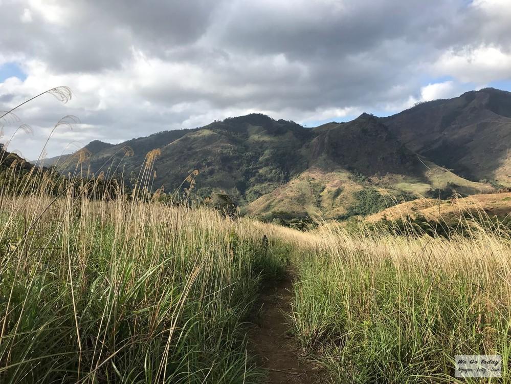 Đường lên bãi cắm trại trên đồi